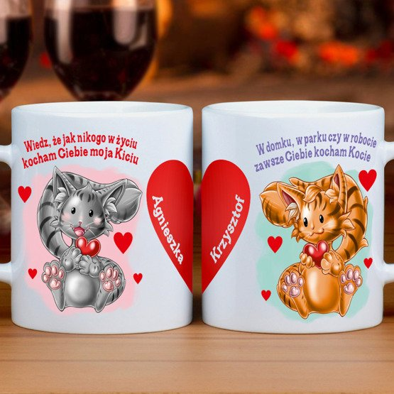 Dwa kubki- zakochane kociaki