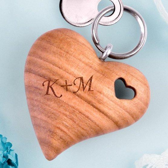Brelok serce w sercu 3D z inicjałami pary