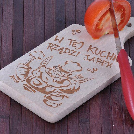 """Deska drewniana dla Panów- """"W tej kuchni rządzi..."""""""