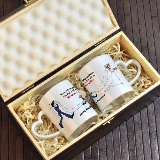 Dwa kubki w pudełku z grawerem dla Młodej Pary
