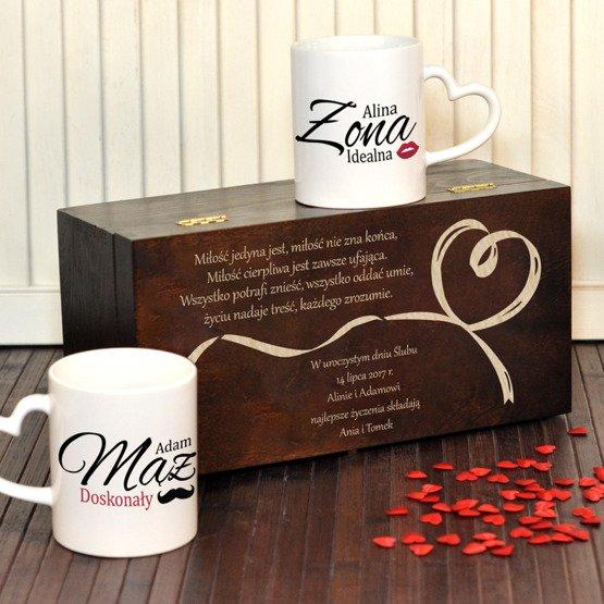 """Dwa kubki w pudełku z grawerunkiem """"idealna Żona i doskonały Mąż""""- prezent na ślub lub rocznicę"""