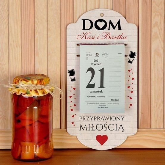 Kalendarz na deseczce z nadrukiem- dom przyprawiony miłością
