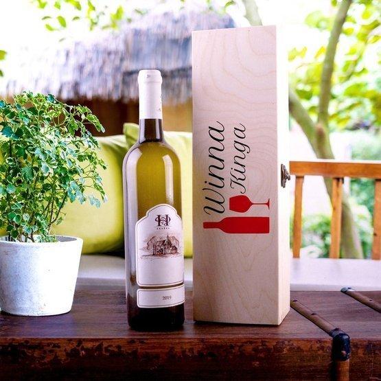 Pudełko zamykane na wino z nadrukiem dla kobiety - WINNA